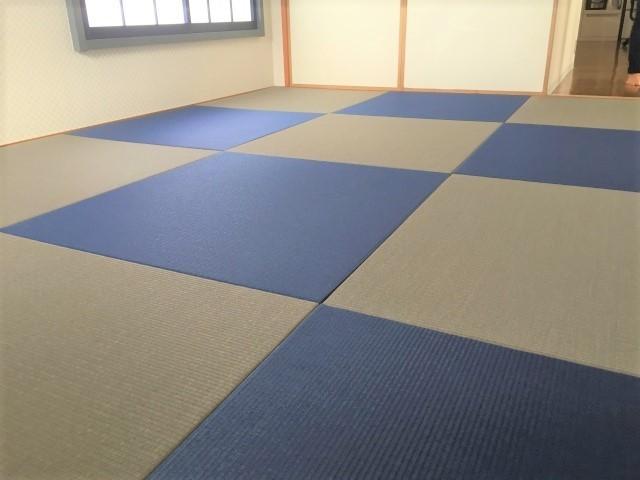 へりなしカラー畳 藍色×灰桜色